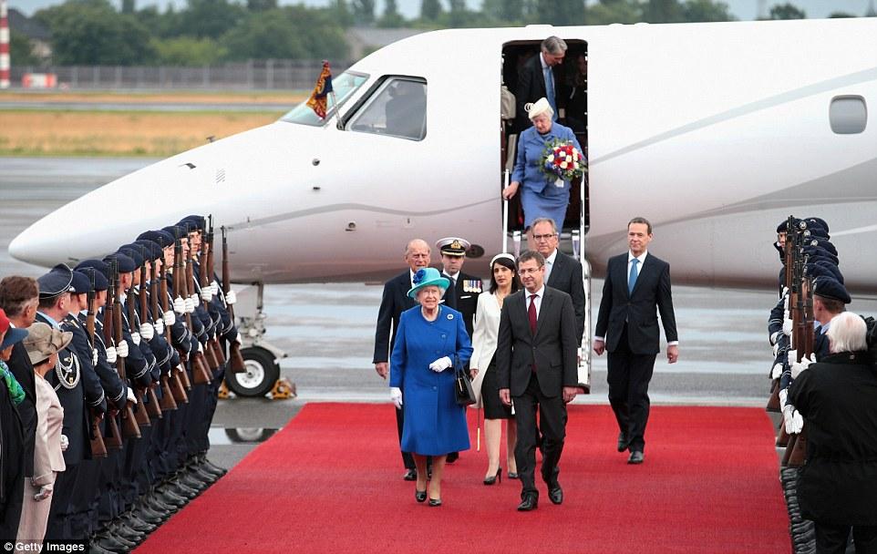 Kraliçe ve Prensin seyahatleri