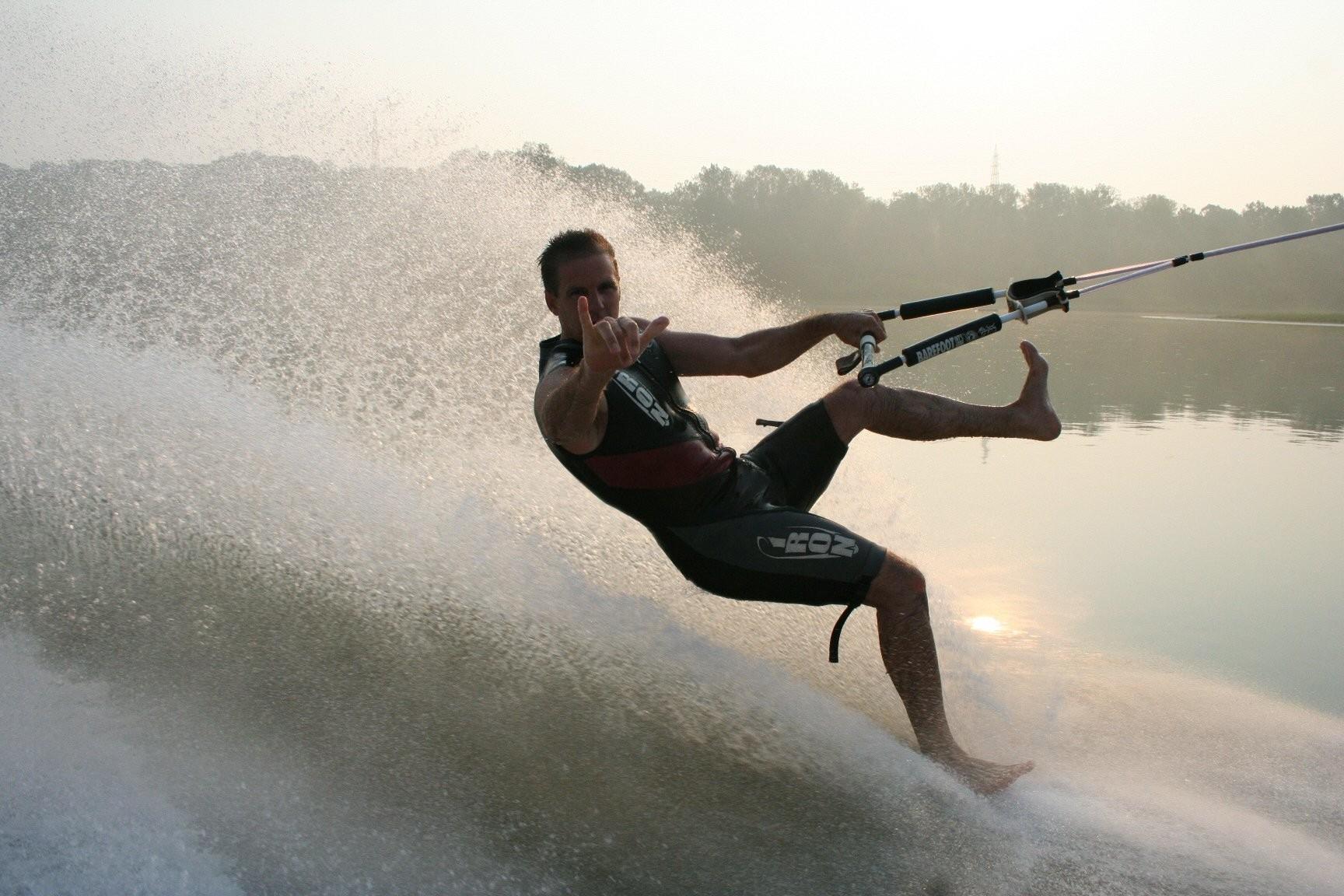 Adrenalin Bağımlıları için Çıplak Ayaklı Su Kayağı