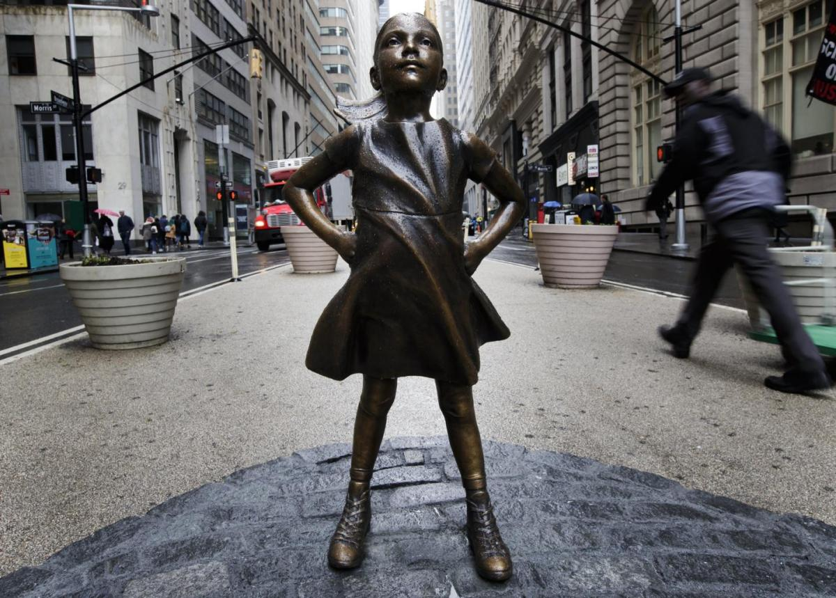 fearless girl statue wall street