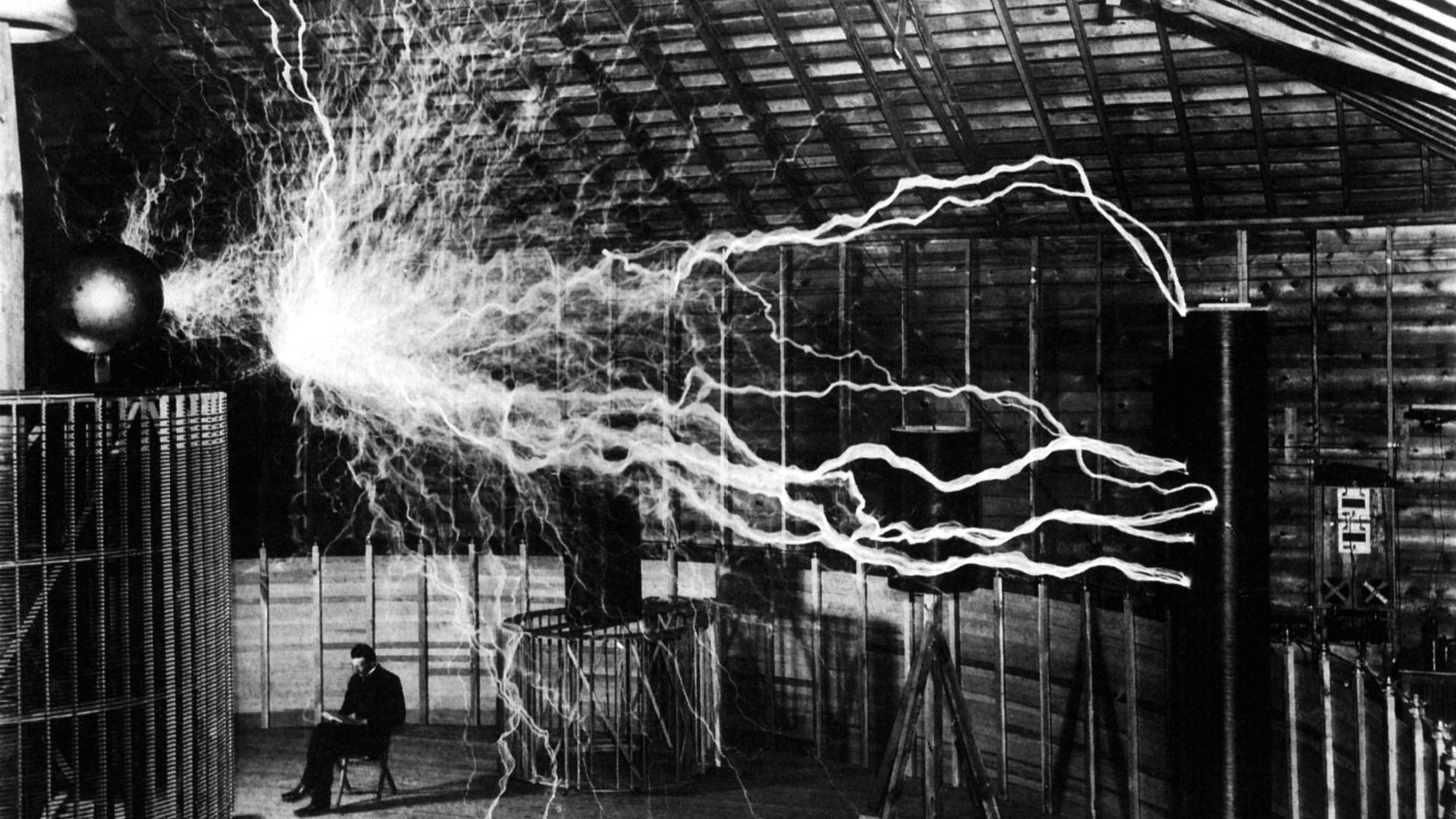 100 yıl önce alternatif akımın bulunması ile modern dünya inşa edilmeye başlandı.