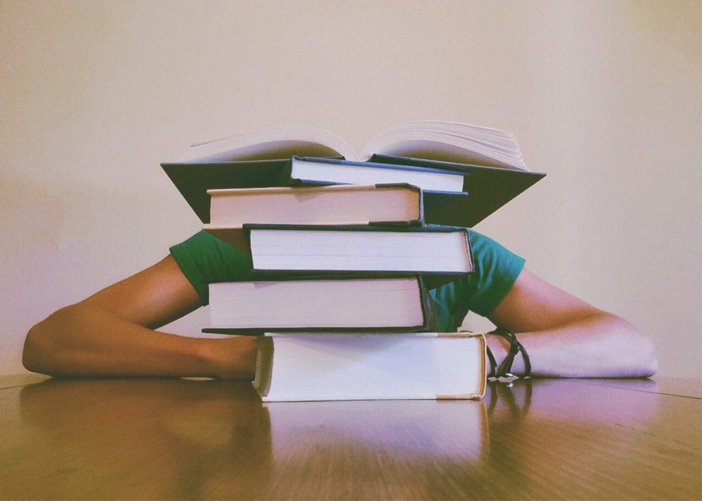 öğrenmek için kitap okumak