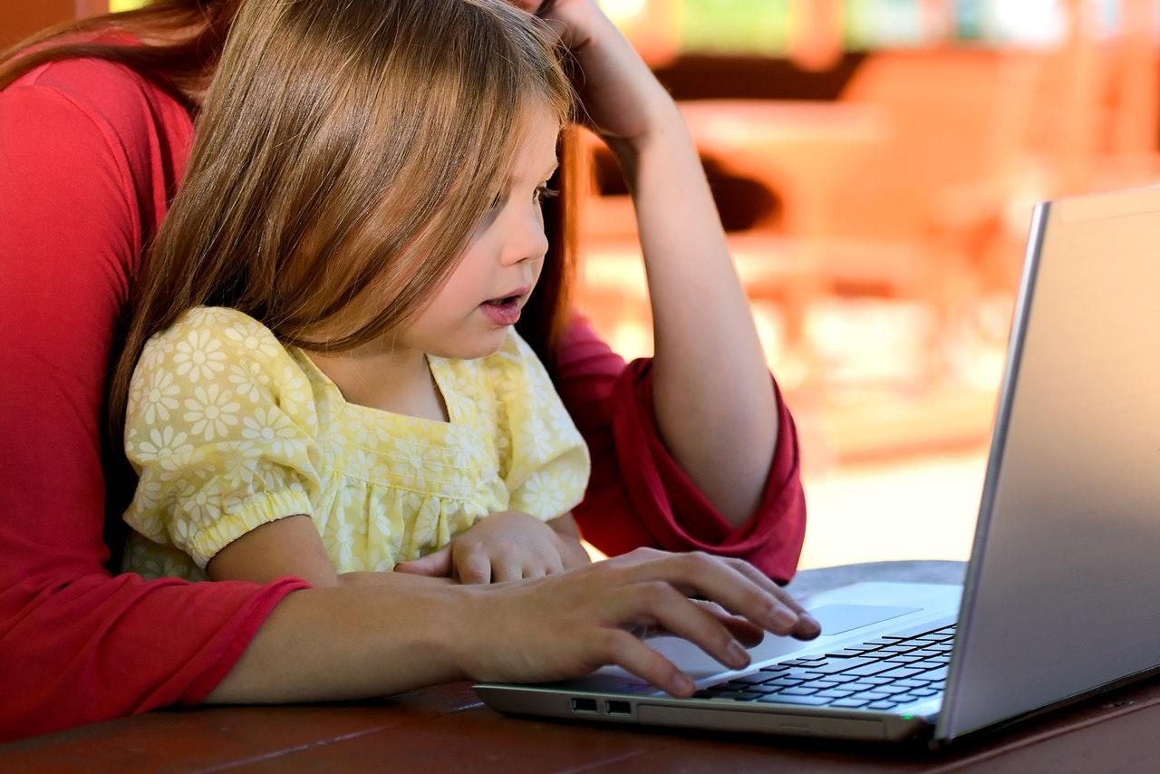 çocukların çok fazla dijitak içerik izlemesi