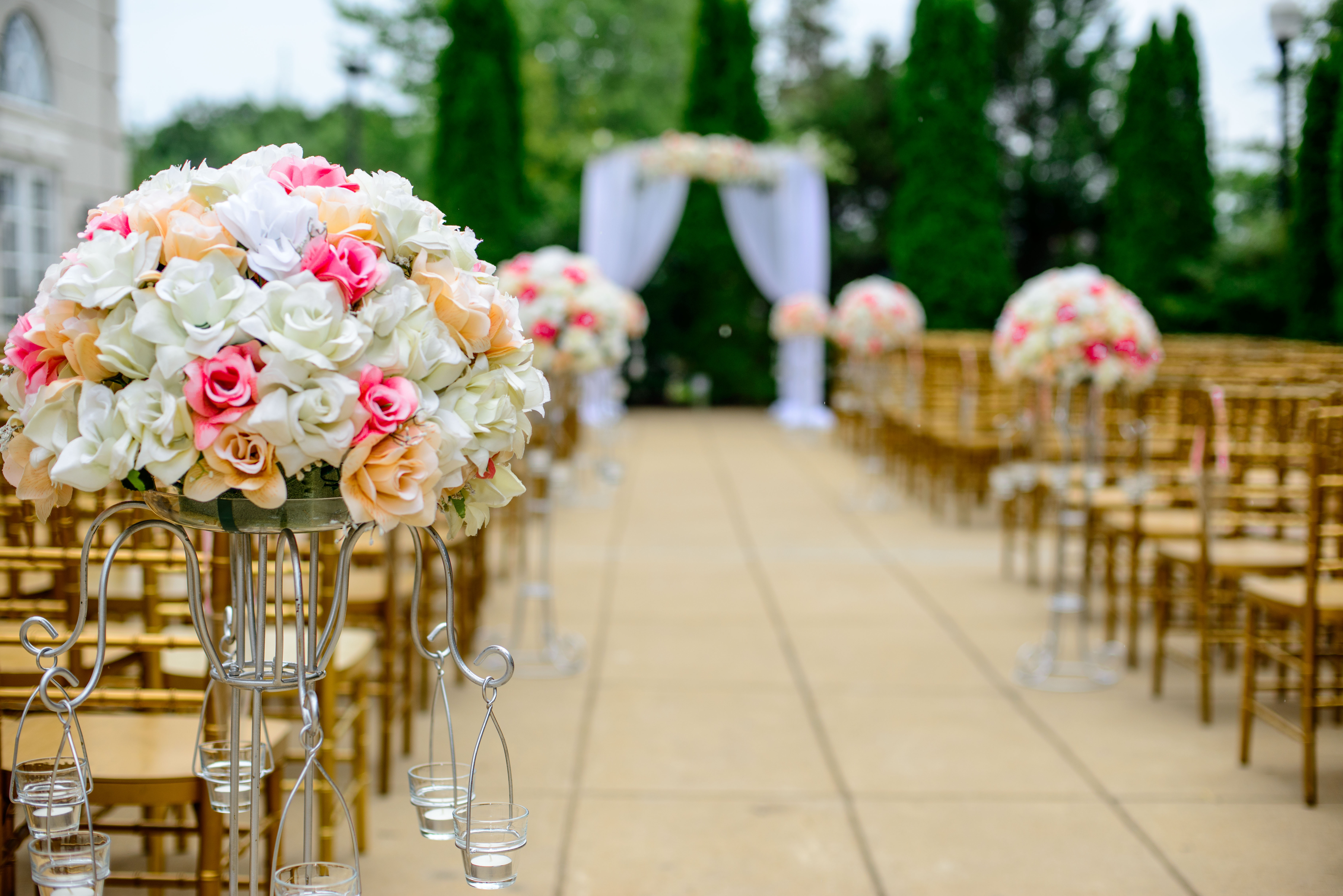 670391df2450a Söz nişan kıyafetlerinden tutun da düğün kıyafetlerine kadar yaptığınız  bütün seçimlerin mekana ve konsepte uygun olması şıklık yarışında önde  olmanız ...