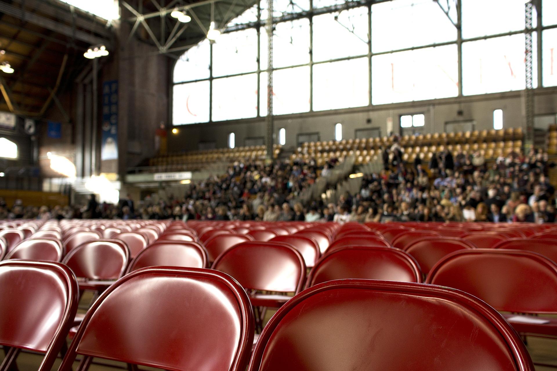 topluluk önünde konuşma yaparken seyirciyi de sunuma dahil etmek