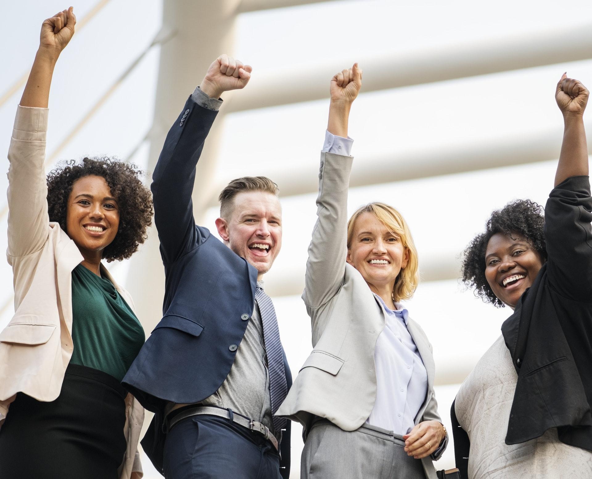başarıyla tamamlanmış bir işe sevinmek