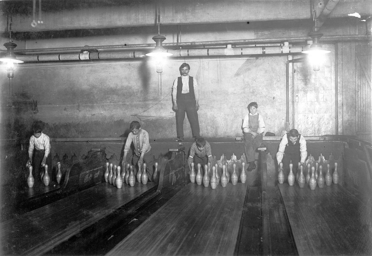 bowling pinsetter