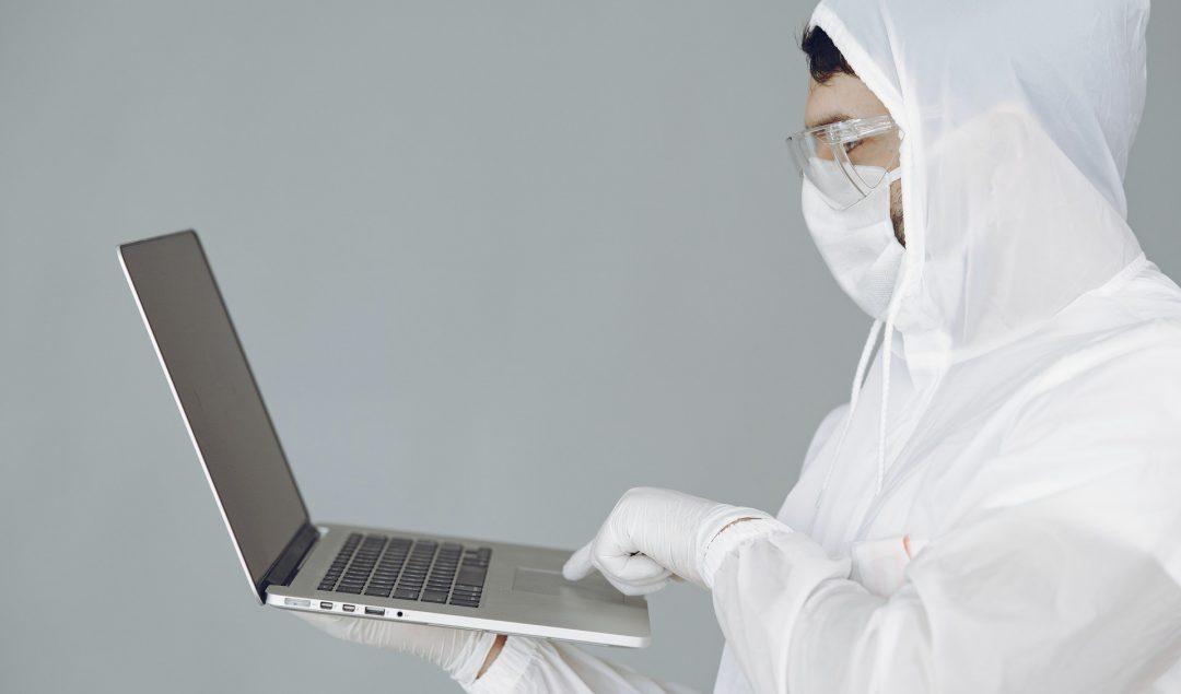 Koronavirüs salgını ile mücadele kapsamında hayatımızın birçok alanında dijitalleşme daha da önem kazandı.
