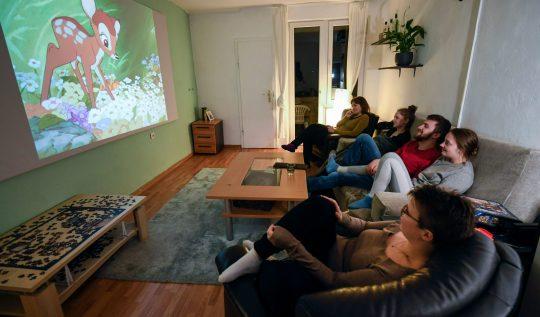 netflix-party-ve-scener-arkadaslarla-film-izlemenin-sosyal-mesafeli-hali