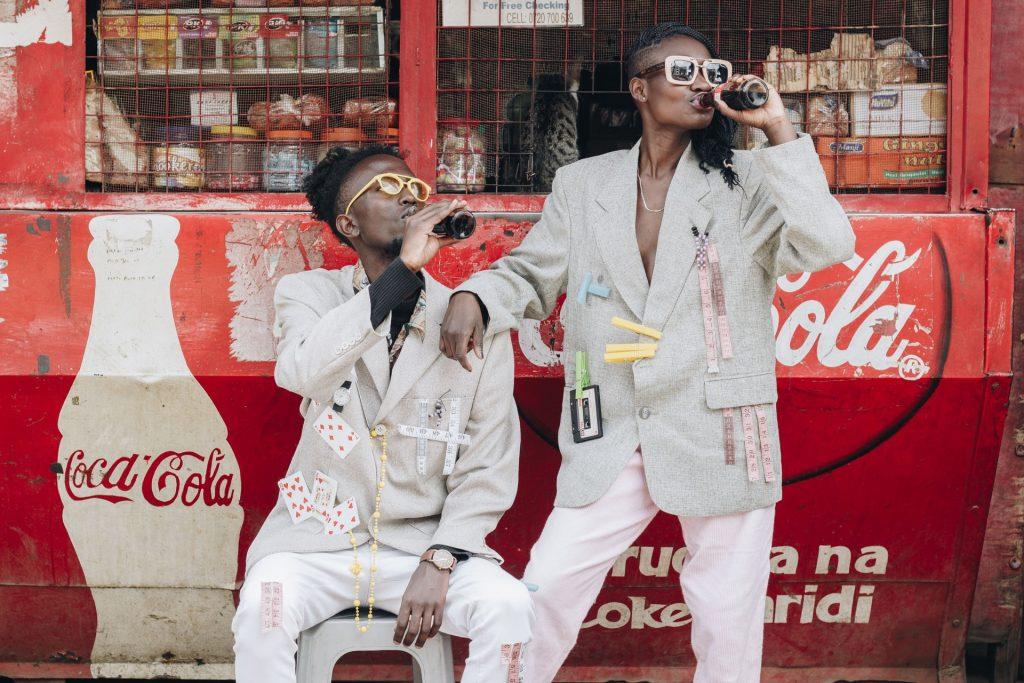 Coca cola marka hikayesi oluştururken müşterilerin ihtiyaçlarına odaklanır.