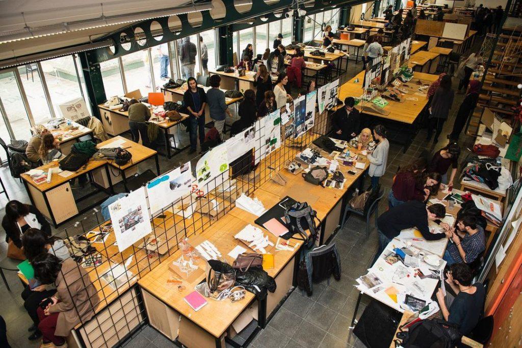 3400 nolu taşkışla sınıfı ve orada proje yapan mimarlık fakültesi öğrencileri - istanbulun-gobeginde-mimarlik-fakultesi-taskisla---i