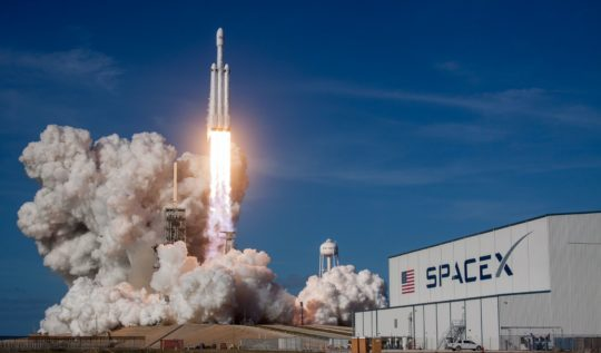 SpaceX Dünyanın İlk Tamamen Sivil Uzay Uçuşunu Başlattı